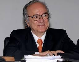 """Autor del libro """"Una epistemología del SUR"""""""