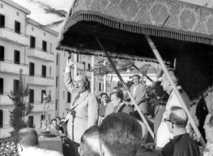 Franco dando un discurso en Éibar en 1949