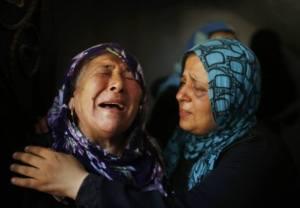 llantos-durante-el-entierro-de-los-miembros-de-la-familia-hamad-en-la-ciudad-de-beit-hanoun.jpg