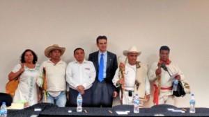 L. Córdova en la reunión con representantes de pueblos indígenas el pasado 23 de abril.