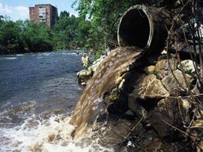 Descargas de aguas residuales en ríos.jpg