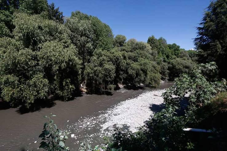 Aguas contaminadas que utilizan para regar cultivos en Tlahuapan